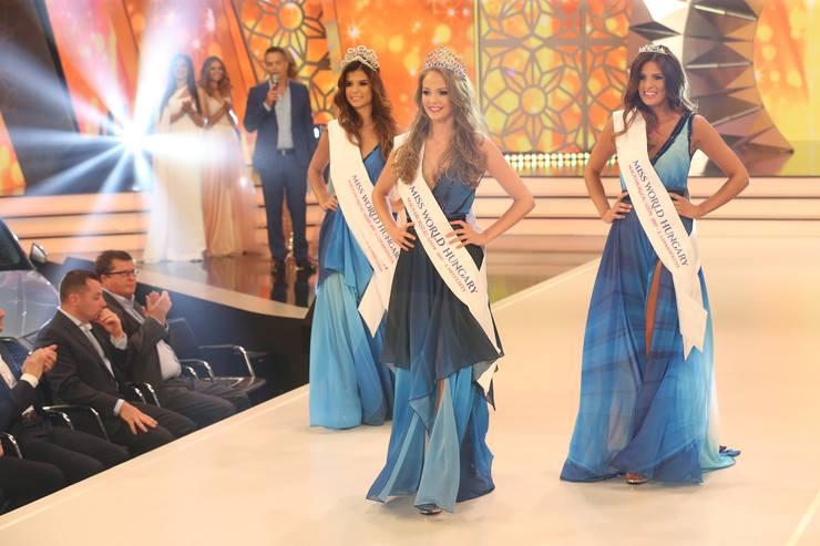 Magyarország Szépe verseny dobogósai: Miss World Hungary Koroknyai Virág, udvarhölgyei pedig Vic