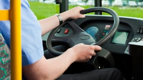 Részeg férfi támadt a buszsofőrre Borsodban