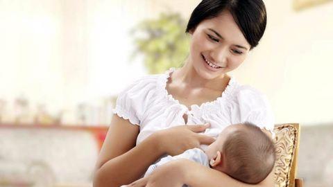 Parlamentben szoptatta gyermekét a képviselőnő – videó