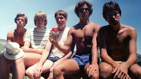 Ez az 5 barát minden 5. évben elkészíti ugyanazt a fotót – már 35 éve