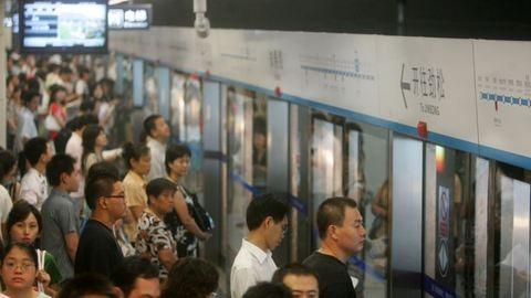 Nőknek fenntartott metrókocsikat indítanak Kínában