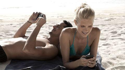 """Így tedd """"strandbiztossá"""" a telefonodat!"""