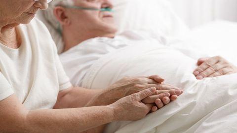 Nem tudott haldokló férjével lenni, mert látogatási időn kívül érkezett