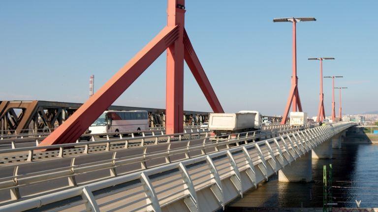 Megindult a Rákóczi híd támfala