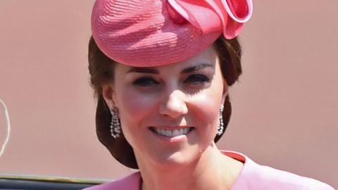 Katalin hercegné divatjamúlt dolgot művel az arcával
