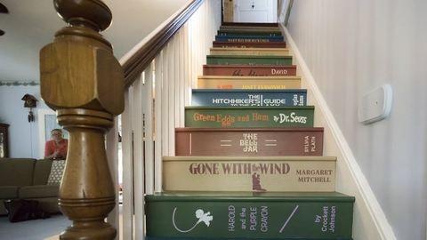 A könyvespolclépcső a legmenőbb DIY-projekt, amit eddig láttál