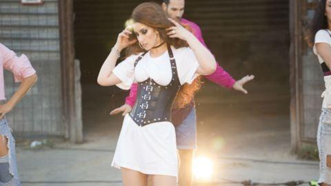 Nagyon tüzes videoklipet forgatott Radics Gigi