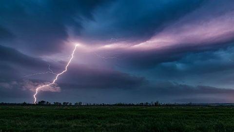 Időjárás: nézegessetek borzongató villámokat a magyar égen!