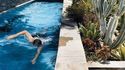 A kis udvarokban is elférnek az extrém keskeny medencék
