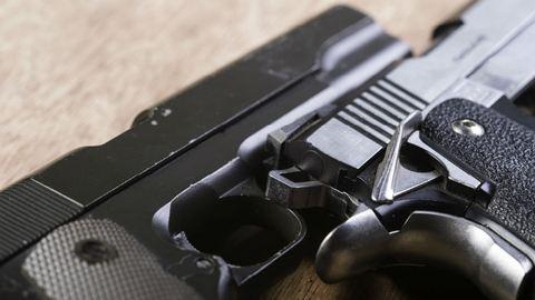 Fegyverrel fenyegetőzött, majd balesetet okozott egy kamasz Budapesten