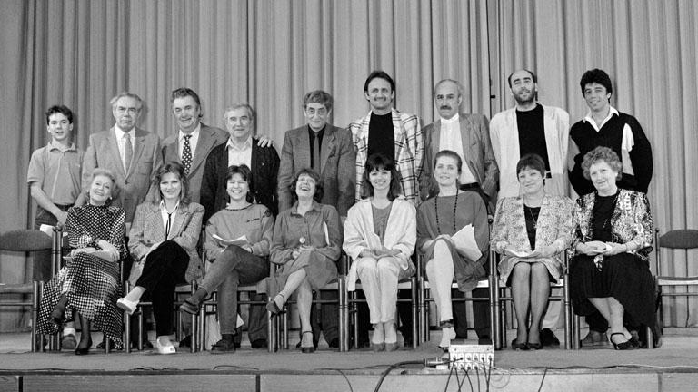 A Szomszédok szereplői a Karinthy Szinpadon (Fotó: MTI/Hámor Szabolcs)