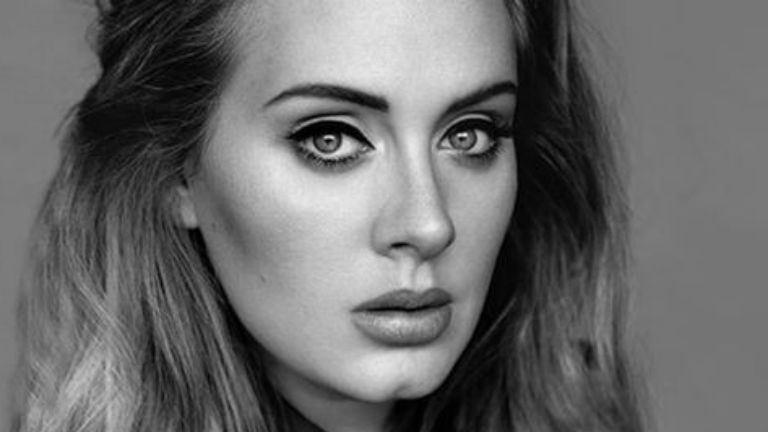 Kézzel írt üzenettel búcsúzik rajongóitól Adele