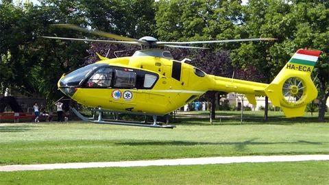 Súlyos baleset Leányfalunál, mentőhelikopter ment az egyik sérültért