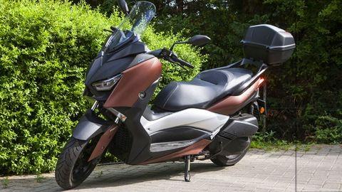 Nem csókolózni kell vele, hanem suhanni - Yamaha XMAX 300 - teszt