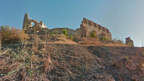 Kómába került a földvári várról lezuhant férfi