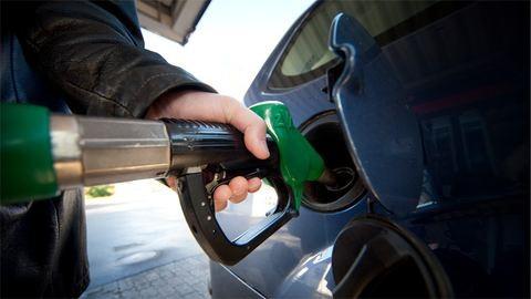 Több hét után ismét drágul a benzin