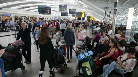 Téves riasztás miatt evakuálták a londoni Heathrow 3-as terminálját