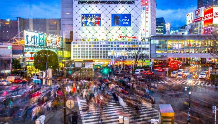 A tokiói Shibuya Crossingon naponta tízezrek kelnek át (Fotó: Tumblr)