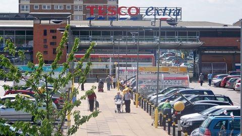Gigatüntetésre készülnek szombaton a Tesco-dolgozók