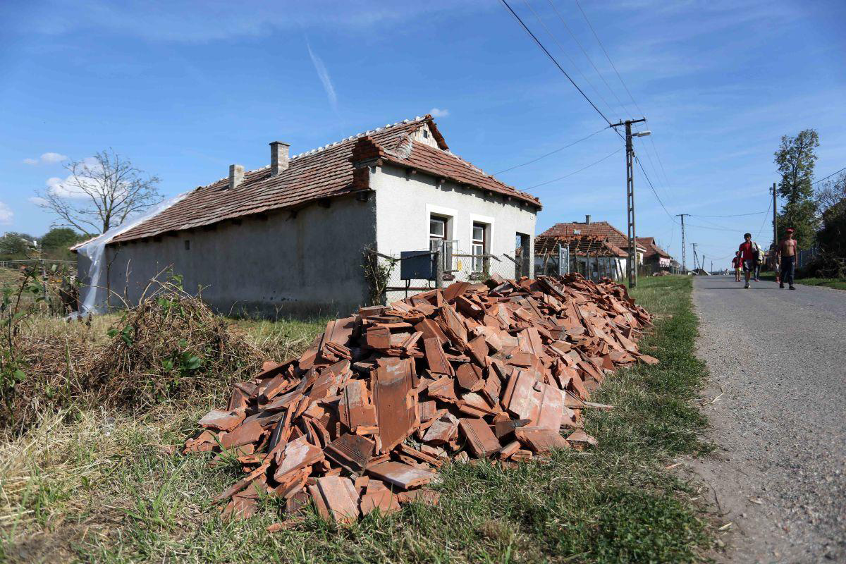 Megyaszói jégverés: Lefóliázott faluban próbálnak túlélni az asszonyok