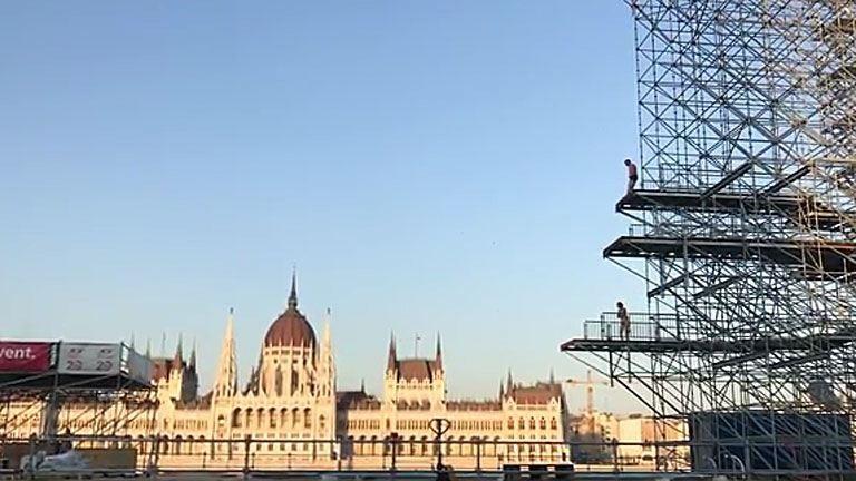 A munkások tesztelték a Batthyányi téri vb-ugrótornyot – videó