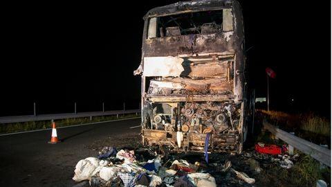 Kiégett egy magyar turistabusz az M7-esen