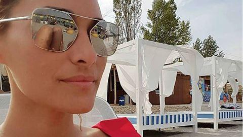 A 37 éves Görög Zita dekoltázsa bámulatos ebben a fürdőruhában