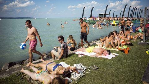 Tízből négy magyar szexelt már a strandon