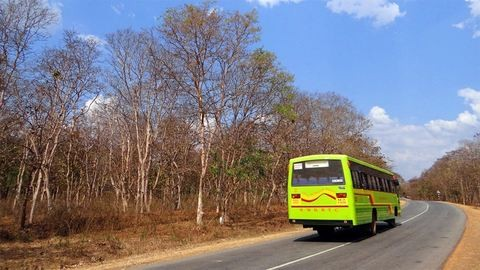 Gyerekekkel teli buszt ért baleset, az egyik utas életét vesztette