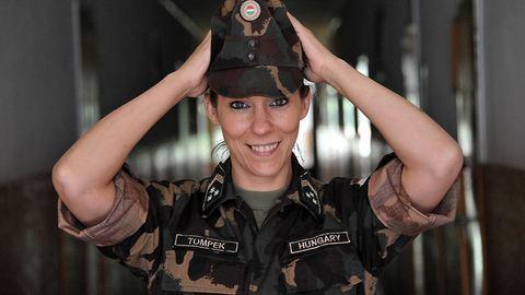 Nők a seregben – az illatos krémek világából nyergeltem át
