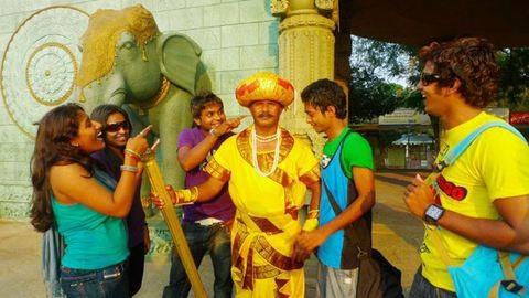 32 éve dolgozik szoborként az indiai férfi