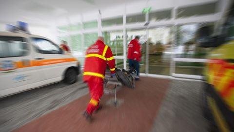 Mentőzés nyitott mellkassal: emberéletekbe kerülhet, hogy nincs elég műszer a magyar kórházakban