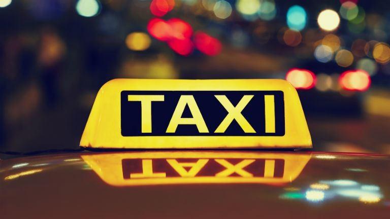 Foglyul ejtette az adóellenőröket a számlaadást elbliccelő taxis