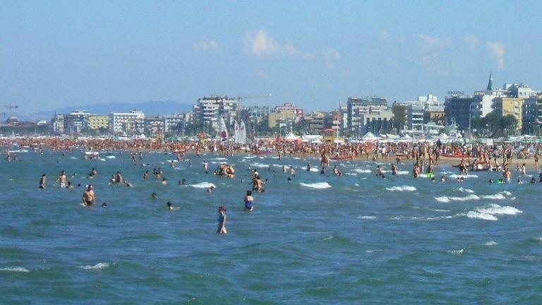 Meglőttek egy gyereket egy ukrajnai strandon