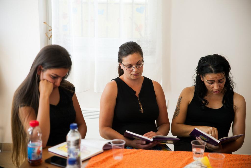 Madár? Nem. Akkor gólya! - ezért olvasnak meséket a Huszár-telepi roma édesanyák