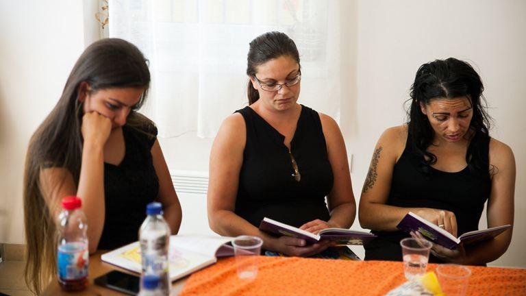 Madár? Nem. Akkor gólya! – ezért olvasnak meséket a Huszár-telepi roma édesanyák