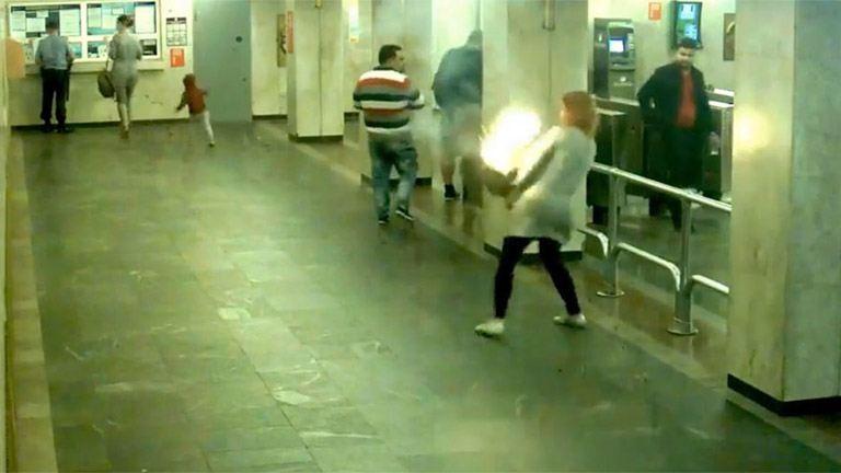E-cigi gyújtotta fel egy nő táskáját – videó