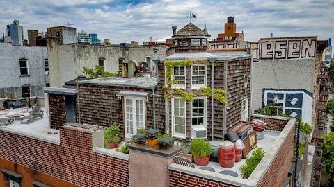 Nézz körbe New York legkülönlegesebb tetőtéri lakásában, amely akár egy vidéki kúria is lehetne!