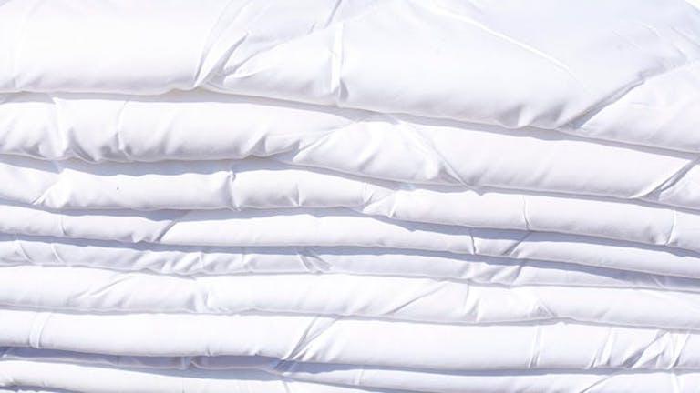 3 tipp, amivel hófehéren tarthatod a lepedőket