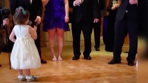A tündéri kislány esküvői beszédénél nincs jobb a világon