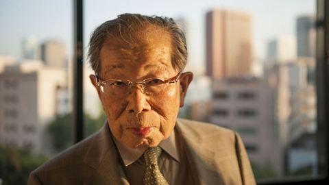 105 évesen meghalt a világ leghosszabb ideig praktizáló orvosa