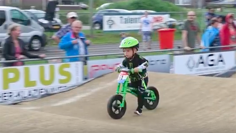 A cuki kétéves szerint a bringázás sokkal jobb a győzelemnél