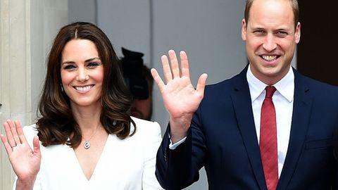 Nagyon cuki Sarolta hercegnő és György herceg a reptéren