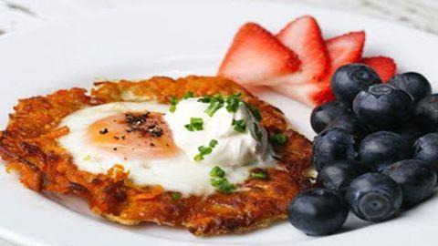 Édesburgonyában sült tojás reggelire