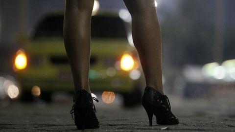 A vizes vb ideje alatt rendőrök zaklatják a szexmunkásokat