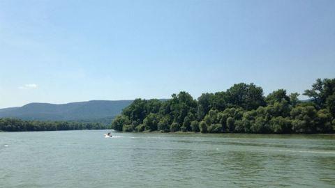 Még mindig keresik a tinilányt, akit a Duna sodort el