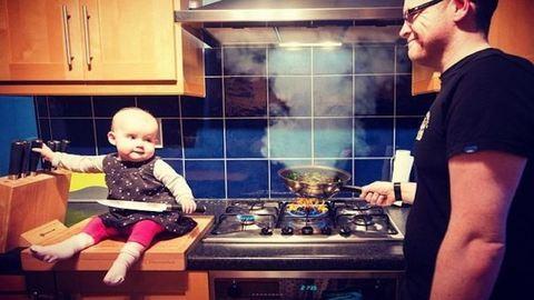 A szívbajt hozzák a szülőkre ennek az apukának a babafotói