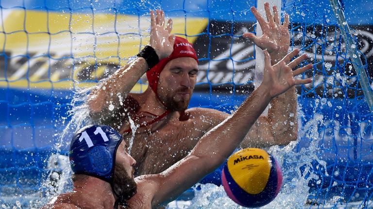 Mezei Tamás (b) és Nagy Viktor a férfi vízilabdatorna B csoportjában játszott Magyarország - Ausztrália mérkőzésen a 17. vizes világbajnokságon a Hajós Alfréd Nemzeti Sportuszodában 2017. július 17-én