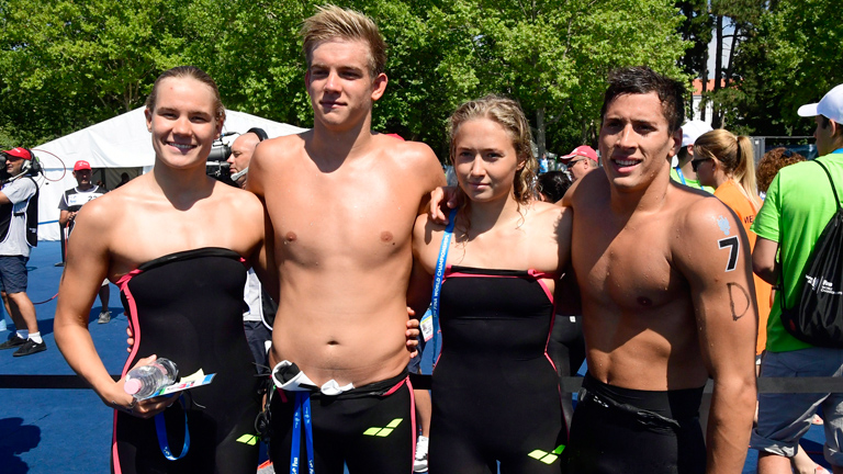 Az 5 kilométeres nyíltvízi úszás csapatversenyében hetedik helyen végzett magyar csapat tagjai, Novoszáth Melinda, Rasovszky Kristóf, Juhász Janka és Gyurta Gergely (b-j) a célba érkezés után Balatonf