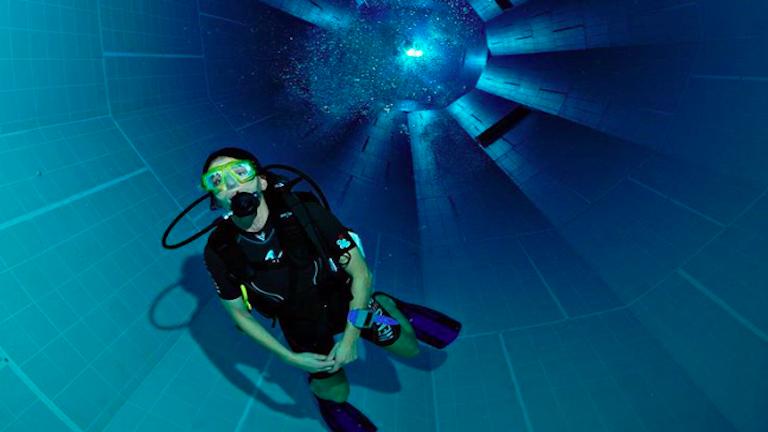 Egyszerre félelmetes és elképesztő a világ legmélyebb medencéje